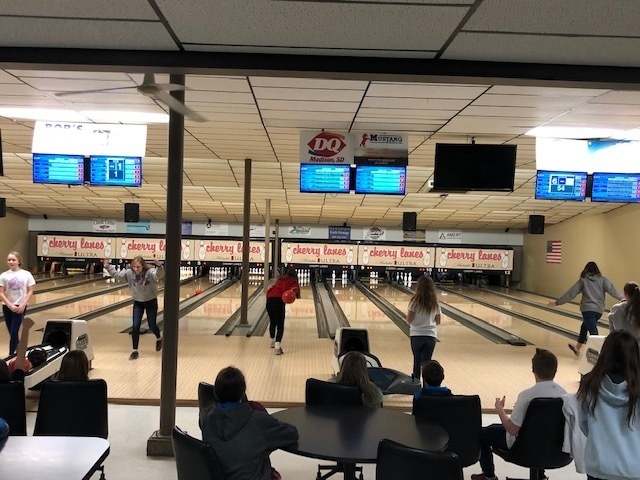 MMS PE CLASSES GO BOWLING